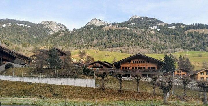 Savour panoramic views of Switzerland via the Golden PassLine